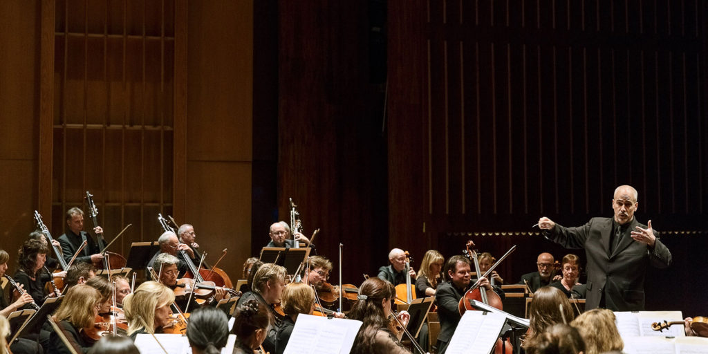 Boyer conducts the Pasadena Symphony Orchestra